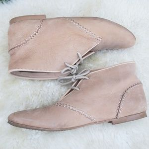 SOUL OF AFRICA/CLARKS Leather Nude Chukka  Booties